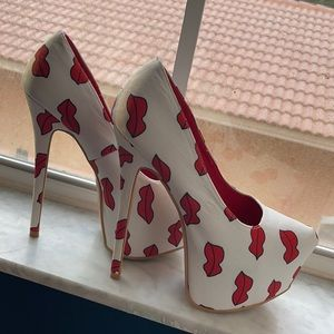PROMISE Lips Kiss Pinup Platform Heels 8